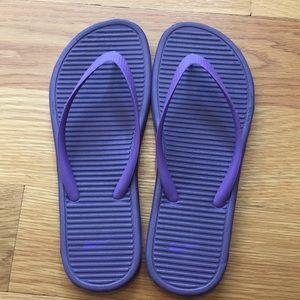 Women's Nike SolarSoft flip flops!